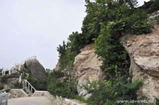 龍岳山の山頂近くまで車であがることができるように整備されている