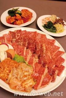 大阪・飛龍のジャンボ盛(6500円)は、8人前、ご家族でどうぞ