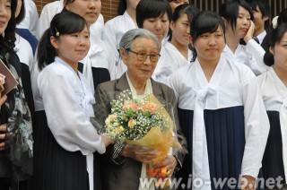 朝鮮大学校を訪れた金福童さん